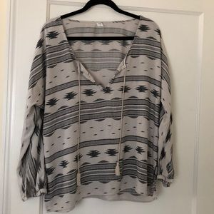 🆕❗️NWOT Old Navy gray and cream blouse